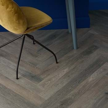 Sash Oak (SS5W3032) in Herringbone Plank laying pattern