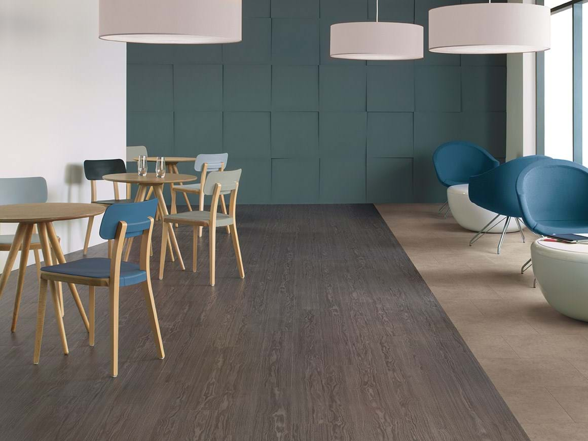 Amtico Access Winter Oak SX5W5021 and Ceramic Ecru SX5S3592