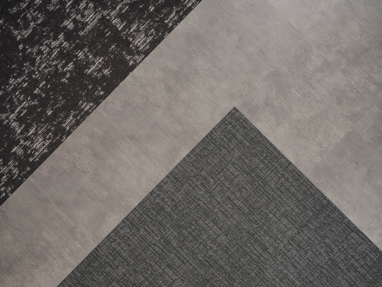 Tapis Colour Anchor Tinker et Altitude Sierra Storm avec Metropolis Grey de la collection Access Loose Lay LVT